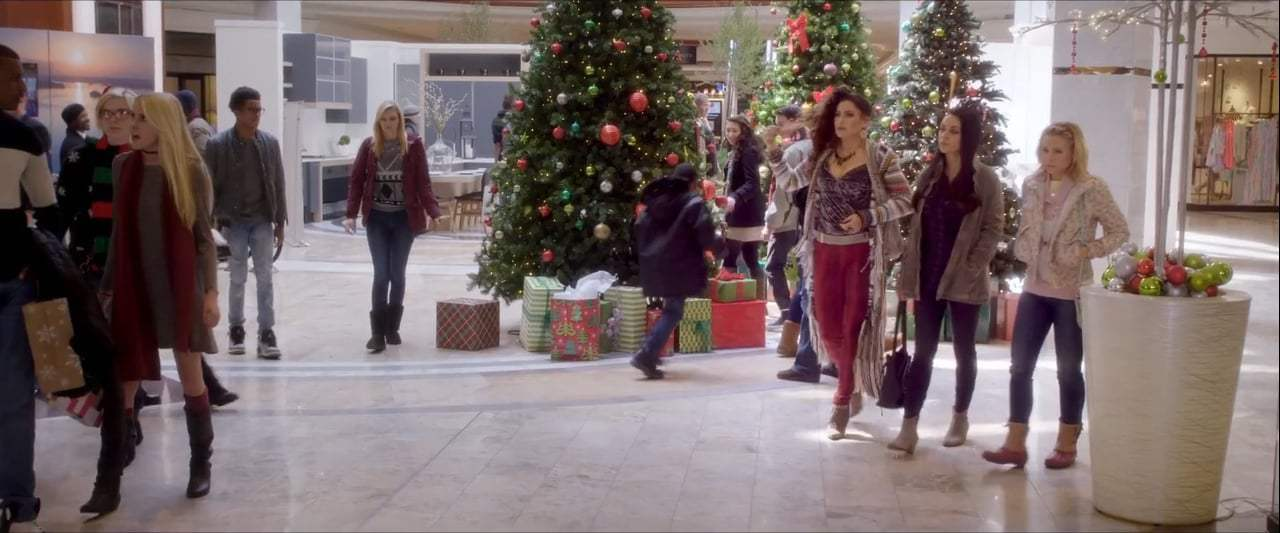 A Bad Mom's Christmas TV Spot - Court (2017) Screen Capture #2