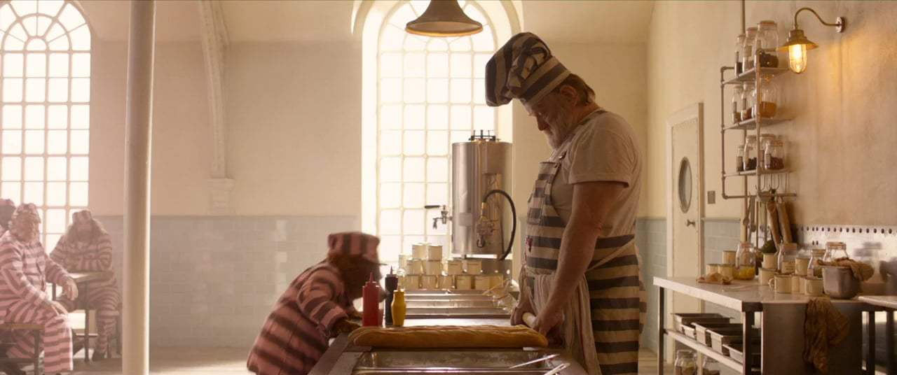 Paddington 2 (2018) - Prison Canteen Screen Capture #3