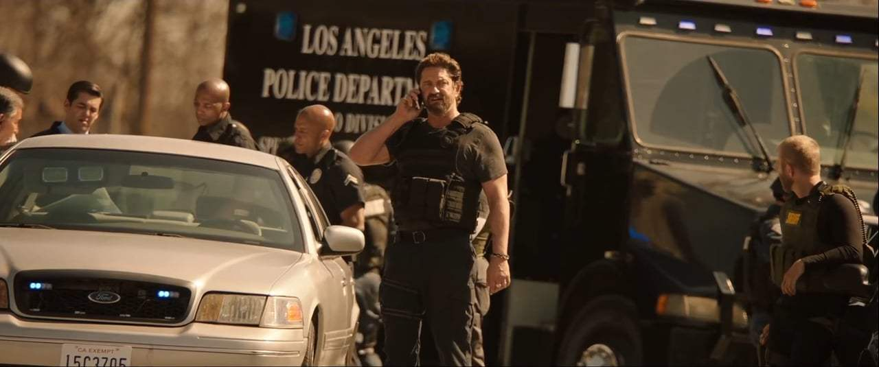 Den of Thieves (2018) - I Didn't Bring My Cuffs Screen Capture #1