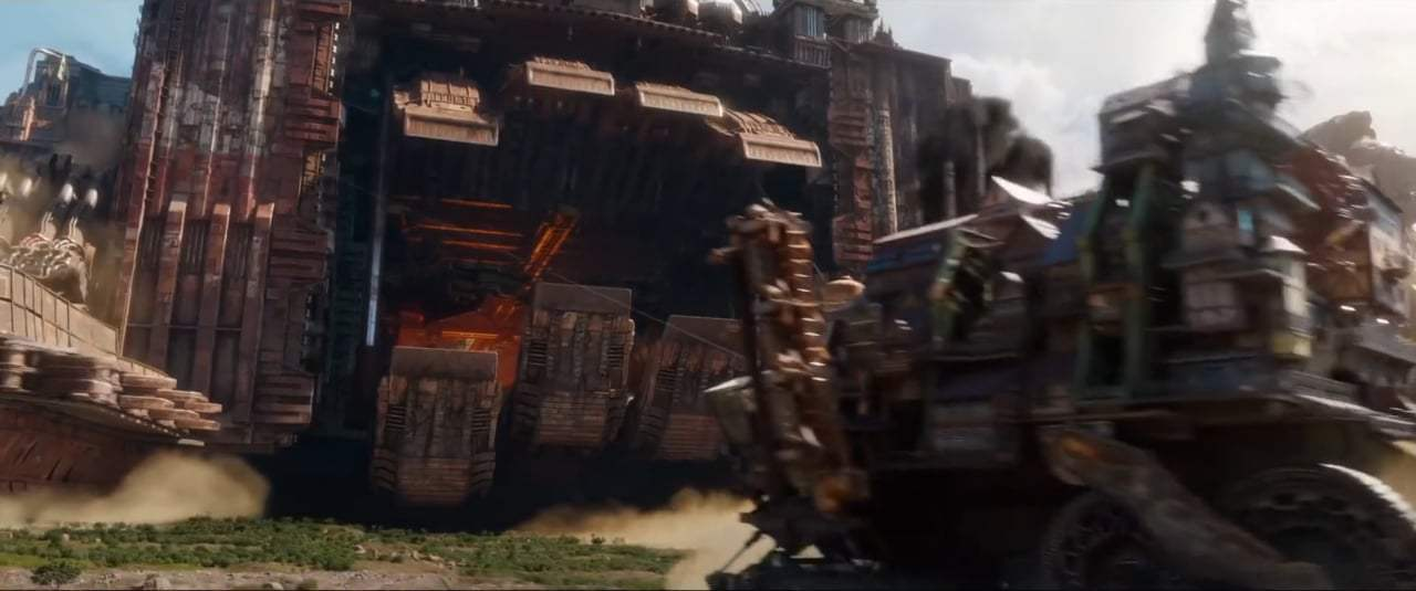 Mortal Engines TV Trailer (2018) Screen Capture #2