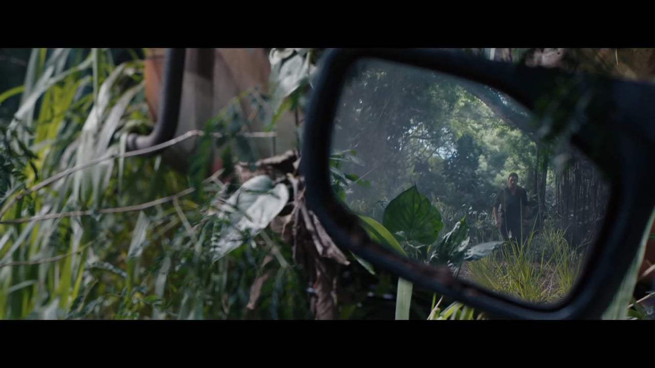 Jurassic World: Fallen Kingdom Featurette - Go Behind the Scenes (2018)