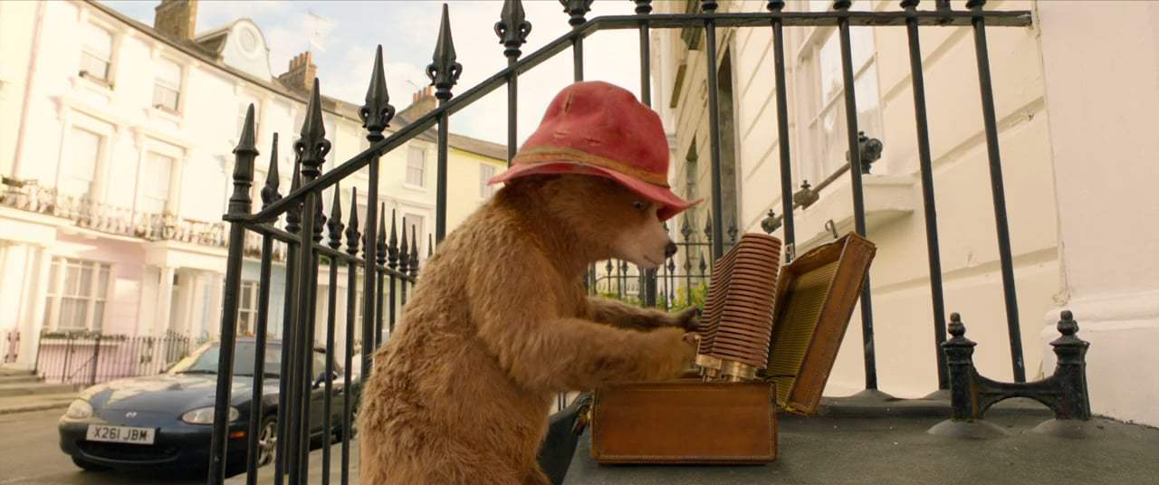 Paddington 2 (2018) - Window Washing
